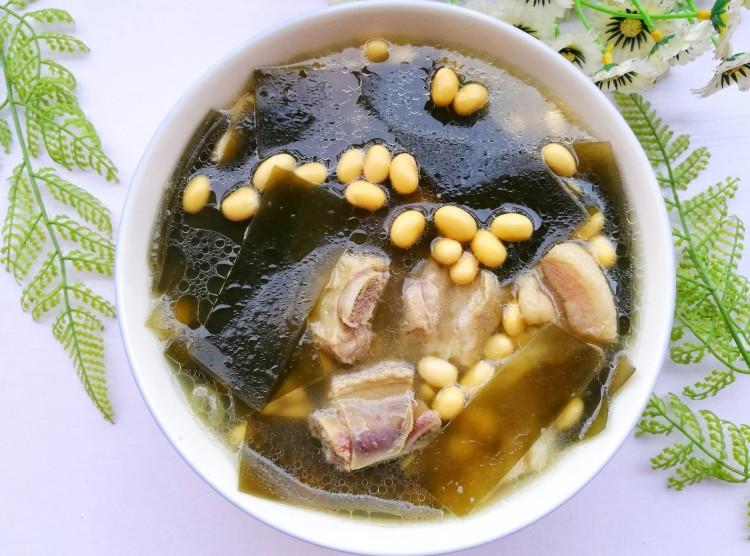 清甜浓郁的海带黄豆排骨汤