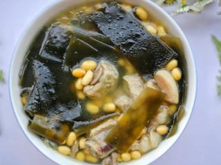 清甜浓郁的海带黄豆排骨汤,赶紧做一个。