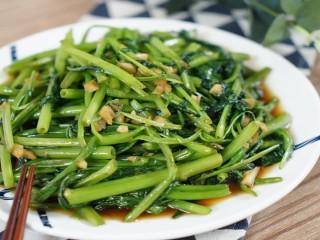 这道家常菜各位都吃过吧, 【主料】:空心菜  【辅料】:蒜|盐|糖|生抽