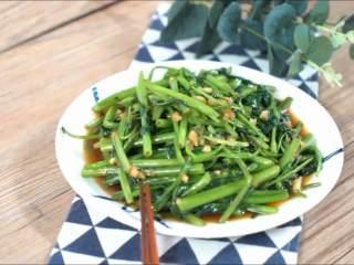这道家常菜各位都吃过吧,颜色翠绿,味道更鲜美哦~