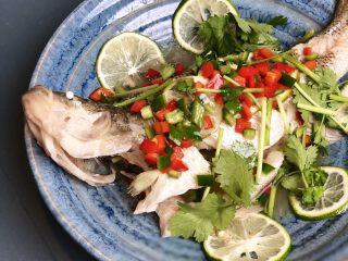 泰式青柠蒸鱼∣鲜嫩口感酸甜开胃,一道鲜美的泰式青柠蒸鱼就大功告成了!