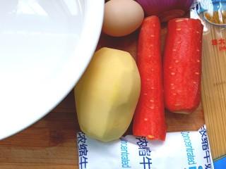 胡萝卜浓汤意面,准备好食材,胡萝卜,土豆洗净去皮
