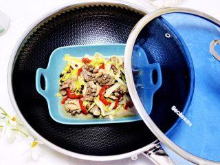 鸡胗爆炒大白菜,鲜脆嫩滑又营养丰富的鸡胗爆炒大白菜出锅咯。
