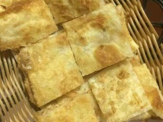 香蕉飞饼卷,切小块,趁热食用