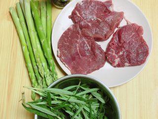 迷迭香黑胡椒牛排,一盘很有料、有嚼劲的牛排就做好了