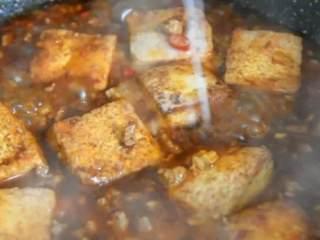 这才是香辣豆腐最好吃的做法,开胃又下饭,看饿了,出锅前撒上鸡精、勾芡即可