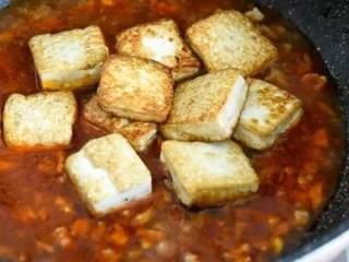 这才是香辣豆腐最好吃的做法,开胃又下饭,看饿了,加入清水,倒入豆腐