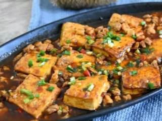 这才是香辣豆腐最好吃的做法,开胃又下饭,看饿了,摆盘撒上葱花点缀