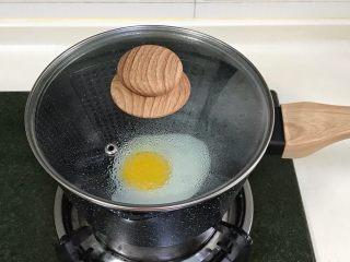 牛奶火鸡面,再次合盖,待蛋白凝固便可出锅。