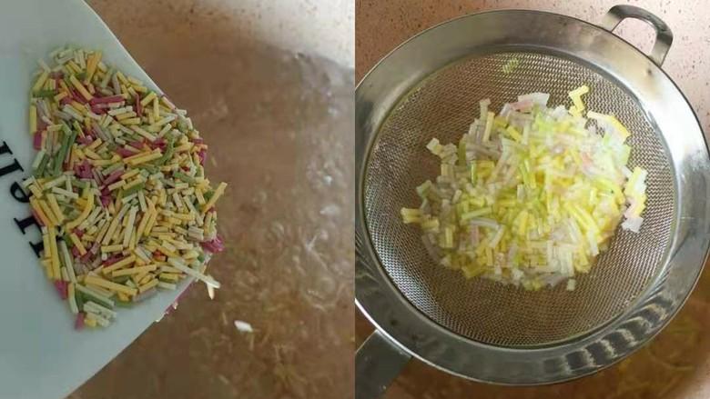 补钙鲜嫩虾糕、,颗粒面煮熟沥水放凉