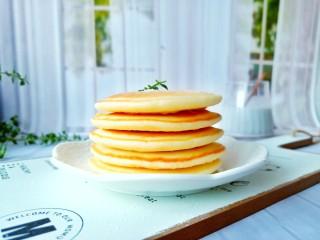 无油版原味松饼,喜欢甜口的可以在做好的松饼上面撒点糖霜。