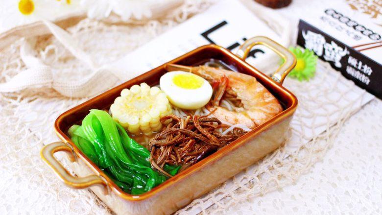 田头菇鸡汤时蔬海鲜米粉