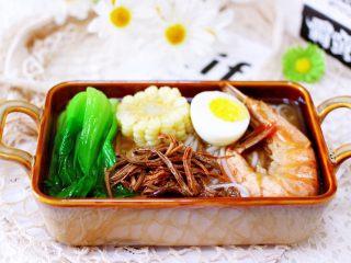 田头菇鸡汤时蔬海鲜米粉,汤鲜味美极了。