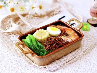 田头菇鸡汤时蔬海鲜米粉,连挑食的宝贝都吃了满满一大碗。