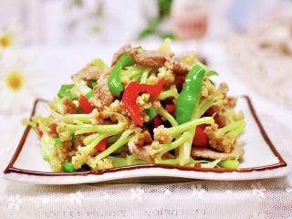 双椒肉片炒花菜,成品一