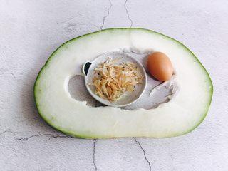 冬瓜蛋汤,准备好食材:冬瓜、鸡蛋、虾皮