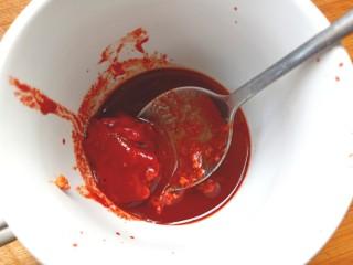 腐乳菜花,取一块豆腐乳,两勺腐乳汁,搅拌碎