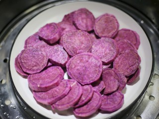 紫薯燕麦塔~,上锅大火蒸熟。