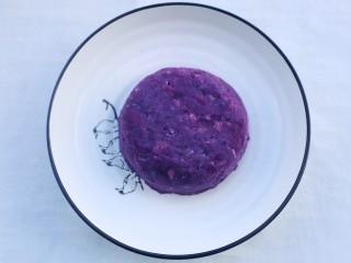 紫薯燕麦塔~,反盖入碟子上。