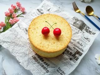 亚麻籽戚风蛋糕,凉透以后脱模。
