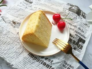 亚麻籽戚风蛋糕,切开看看里面,组织细腻,下午茶吃刚刚好。