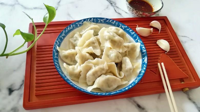 槐花大肉馅饺子,香喷喷的槐花大肉馅饺子。