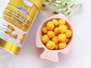 黄金米粉球,香香脆脆的米粉球就做好啦。
