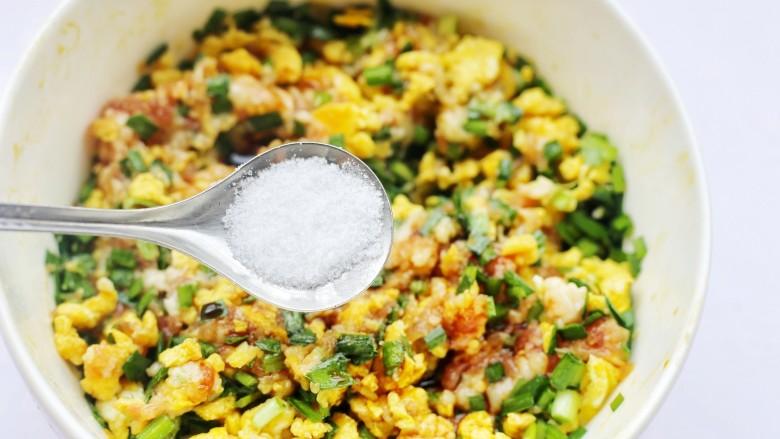 韭菜猪肉鸡蛋包子,加一勺盐。