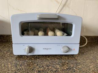 奶香椰丝球,160度烘烤20分钟就好。
