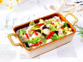 安康鱼清炖菜花,鲜美无比又营养丰富的安康鱼清炖菜花出锅咯,好吃到爆。