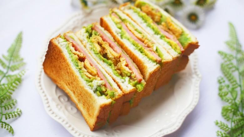 牛油果鸡蛋火腿三明治,好吃到停不下来。