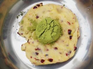 双色蔓越莓饼干,其中一份加入抹茶。