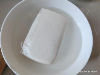 豆腐小面,豆腐切小块,约食指一指节大小