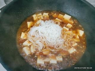 豆腐小面,放入事先煮好的面条