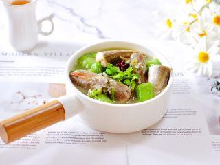 红蟹鱼炖丝瓜,鲜美无比又清爽营养丰富的红蟹鱼炖丝瓜出锅咯。