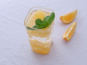 薄荷柳橙汽泡水