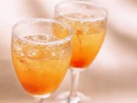 女性3周的果汁排毒可能会导致不可逆转的大脑损伤