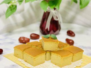 枣糕,冷却后就可以切块了,吃不完可以冰箱里冷藏。