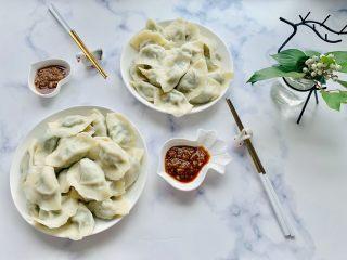 猪肉茴香馅儿饺子🥟,配上好吃的😋蒜泥,来和我一起开动吧😄