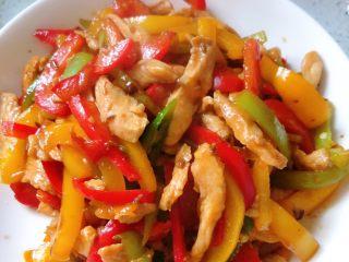 彩椒炒鸡丝,炒好转盘,就可以开吃了,绝对的有食欲