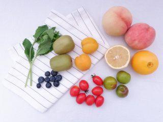 小夏日水果沙拉盘,准备好水果,新鲜薄荷叶、白砂糖、梅子露