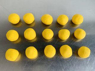 南瓜糯米苏耗子,平均分割成15个小面剂