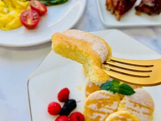 蜂蜜松饼🥞,糕体非常绵密,蜂蜜的清甜口中回味无穷😋