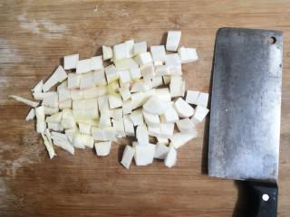 糖醋茭白豆仔,茭白洗干净,切成小块