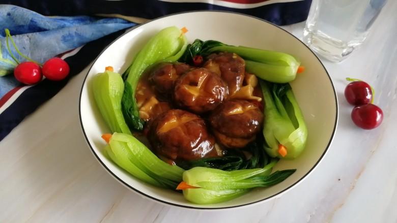 香菇油菜,端上桌再来拍个美照,就了无遗憾的进我的肚子里吧!嘻嘻哈哈~