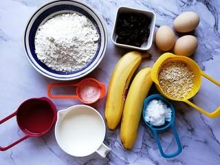 香蕉燕麦马芬蛋糕,称量好所有的食材