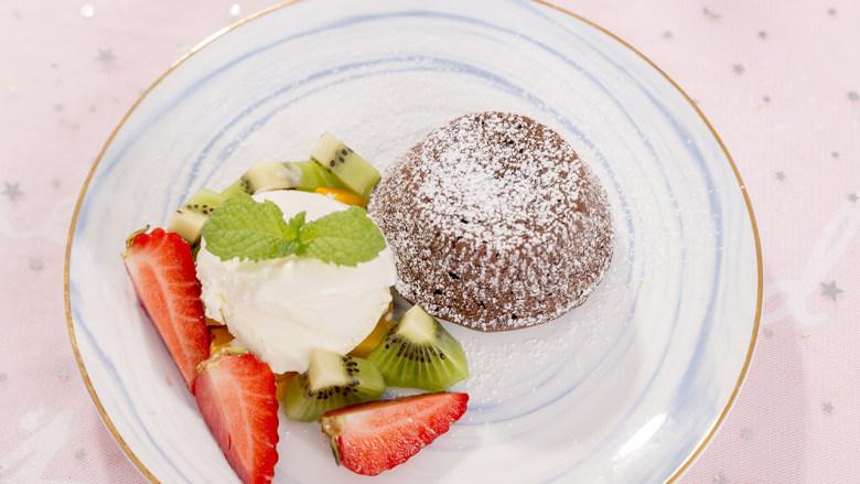 """""""冰火两重天""""的巧克力熔岩蛋糕,越吃越上瘾!"""