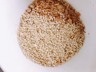 南瓜糯米夹心饼,加入适量熟芝麻