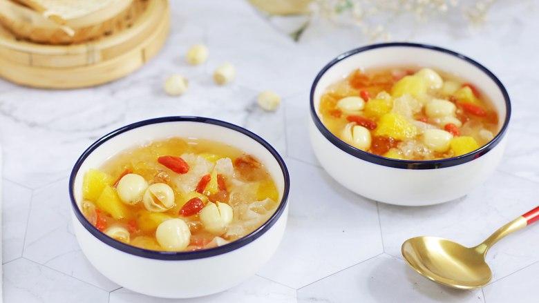 桃胶银耳凤梨甜汤,成品图。