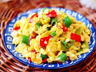 杭椒炒鹌鹑蛋,香味浓郁又营养丰富。